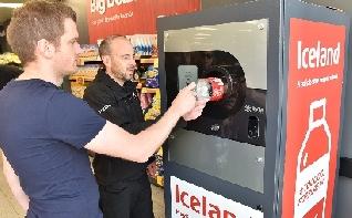 Un innovador sistema de máquinas expendedoras inversas recicló más de 300.000 botellas en Reino Unido