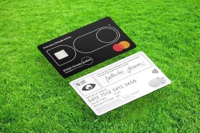 Una tarjeta de crédito ecológica que limita tus emisiones de carbono