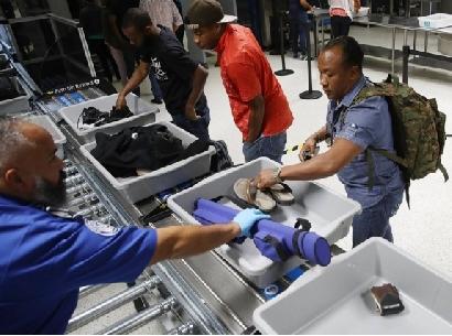 Alertan a los pasajeros afroamericanos sobre viajar en American Airlines