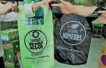 La industria del plástico muestra la otra cara de la prohibición de bolsas